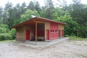 Sanitär und Lagerhaus am Zeltplatz